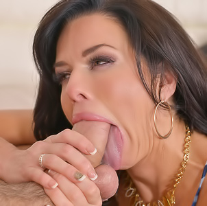 Squirting MILF Veronica Avluv gets pussy and throat pounding